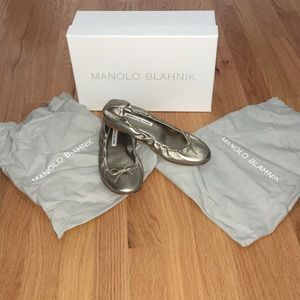 MANOLO BLAHNIK Gold ballet flats